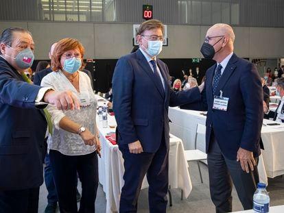 De izquierda a derecha, el presidente de la AVE, Vicente Boluda; la delegada del Gobierno en la Comunidad Valenciana, Gloria Calero; el presidente de la Generalitat, Ximo Puig; y el exdiputado de CiU Josep Antoni Duran i Lleida, este miércoles en Valencia.