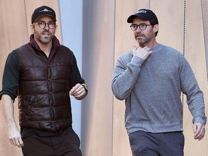 Ryan Reynolds (izquierda) y Hugh Jackman en Los Ángeles el 24 de diciembre de 2019.