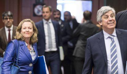 La ministra de Economía, Nadia Calviño, junto al presidente del Eurogrupo, Mário Centeno, en julio del año pasado.
