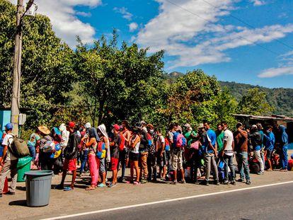 Migrantes venezolanos en una carretera en Cúcuta (Colombia), el pasado 2 de febrero.
