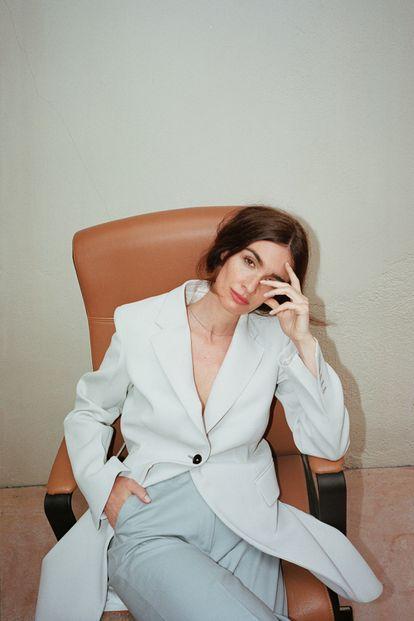 Paz Vega, que planea empezar la producción de su primera película como directora este año, lleva 'total look' DUARTE.