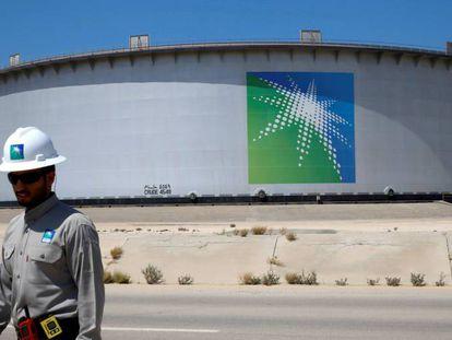 Depósito de petróleo de Aramco en una refinería de Ras Tanura (Arabia Saudí) el pasado mes de mayo.