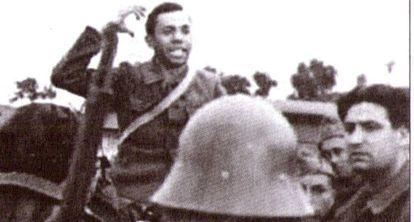 El poeta Miguel Hernández se dirige a los soldados republicanos durante la guerra.
