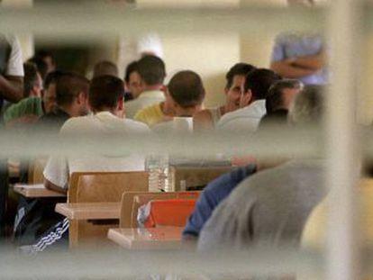 Presos en el comedor de la cárcel de Aranjuez.
