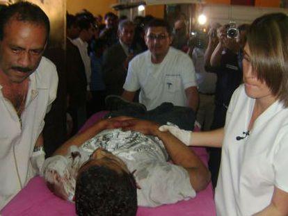 Un herido de bala es ingresado en un hospital guatemalteco.