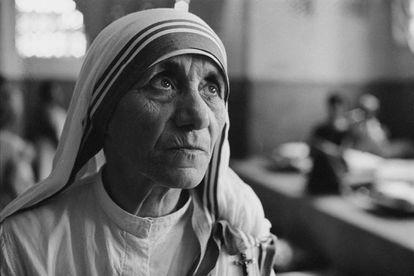 La madre Teresa de Calcuta en un hospital de la India en 1969.