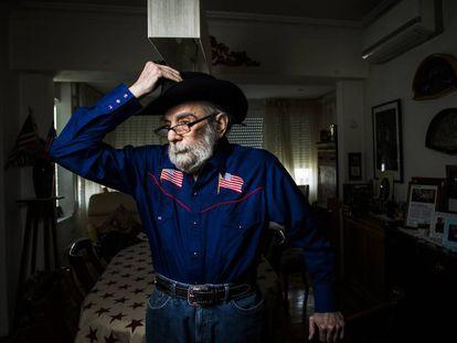 Alfred Gradus, el propietario de Alfred's Barbacoa, en su casa.