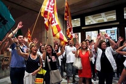 Protesta de los trabajadores sanitarios en el interior del Instituto Catalán de la Salud (ICS).