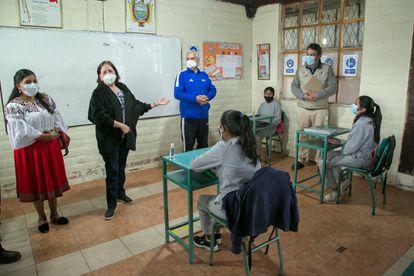 La Ministra de Educación Monserrat Creamer visita una escuela en Zuleta junto con el representante de la OPS y Unicef Ecuador el 10 de marzo de 2021.