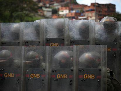 Miembros de la Guardia Nacional Bolivariana realizan ejercicios militares en Caracas, el 24 de septiembre pasado