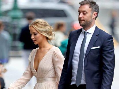 Jennifer Lawrence y su prometido, Cooke Maroney, en Nueva York.