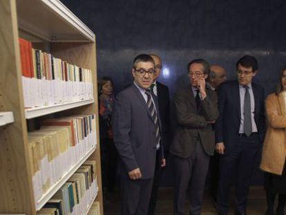 José María Lassalle, segundo por la izquierda, en las nuevas instalaciones del Centro Documental de la Memoria Histórica en Salamanca.