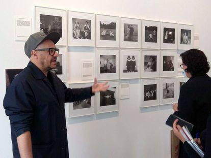 Valentín Roma explica la muestra de La Virreina sobre el libre de Susan Sontag 'Sobre fotografía'.