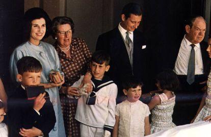 Carmen Franco y Cristobal Martínez-Bordiú con sus hijos.
