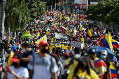 Manifestantes participan en una marcha contra el gobierno de Iván Duque, en Cali, el 19 de mayo.