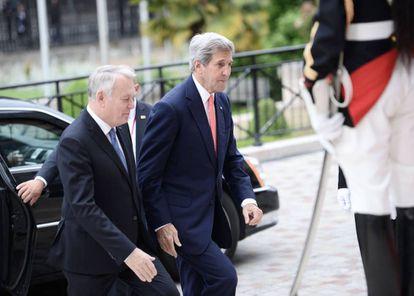 El ministro de exteriores francés recibe a Kerry para la reunión