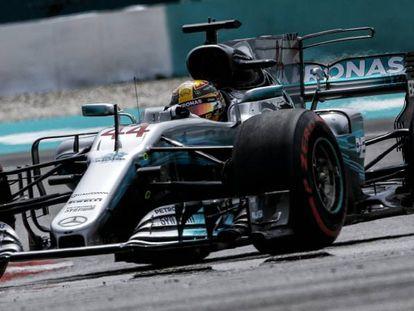 Hamilton durante la clasificación.