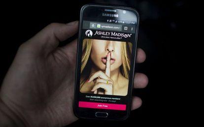 La web de Ashley Madison en un teléfono móvil