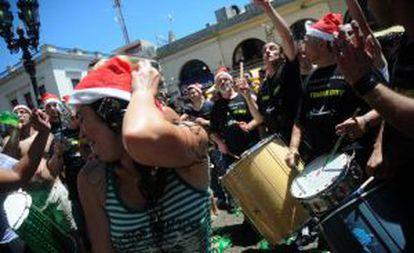 Bailes en las calles de Montevideo para celebrar las fiestas