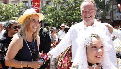 Sonia Castedo y el presidente de la Generalitat, Alberto Fabra en las pasadas fiestas de Fogueres.