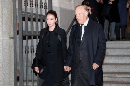 Carlos Falcó y Esther Doña, en el funeral de Pilar de Borbón, en Madrid, el pasado febrero.