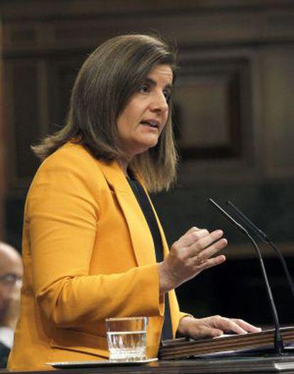La ministra de Empleo y Seguridad Social, Fátima Báñez, durante su intervención en el debate