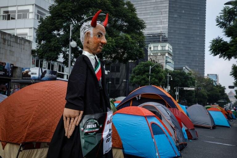 Plantón del Frente Nacional Anti AMLO (Frenaa), en Ciudad de México, en septiembre.