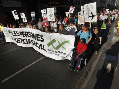 Manifestación de Xarxa de Xarxes para protestar por los recortes y los impagos a las asociaciones dedicadas a la solidaridad.