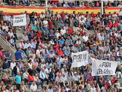 Parte de la afición de Las Ventas protesta una decisión del palco presidencial.