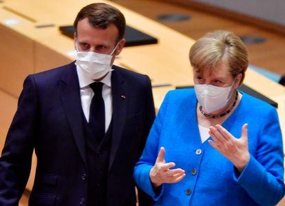 El presidente de Francia, Emmanuel Macron, y la canciller alemana, Angela Merkel, el mes de julio en Bruselas.