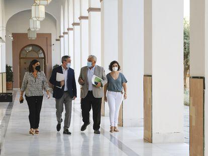 Los socialistas Ángeles Férriz, Juan Espadas, Antonio Ramírez de Arellano y Noelia Ruiz, en el Parlamento andaluz.