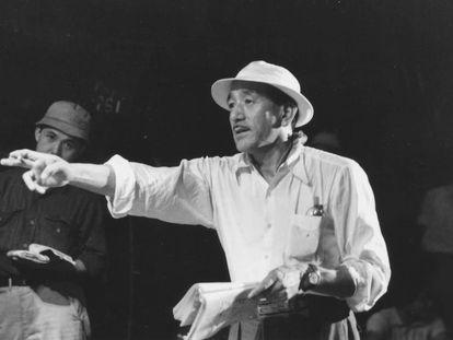 El director Yasuhiro Ozu, en los años cincuenta.