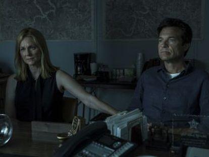 Jason Bateman y Laura Linney protagonizan el nuevo thriller de Netflix.