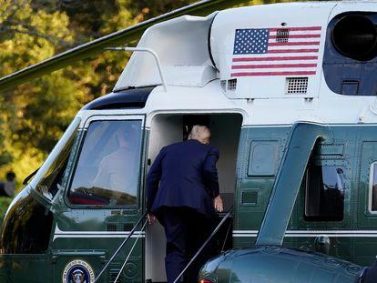 Donald Trump, presidente de EE UU, al abordar el helicóptero, en la Casa Blanca, este viernes.