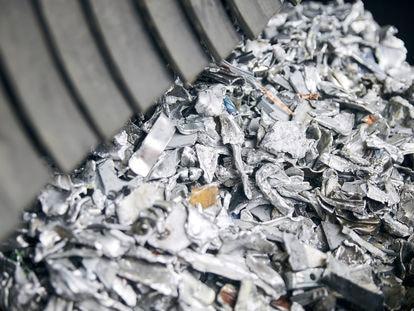 Residuos alumínicos en una planta de reciclaje.