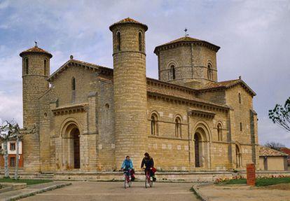San Martín de Frómista, del siglo XI, uno de los monumentos románicos más admirados del Camino de Santiago