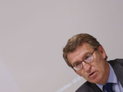 El presidente de la Xunta de Galicia, Alberto Núñez Feijoó, durante su intervención en un curso de verano en Madrid, este lunes.