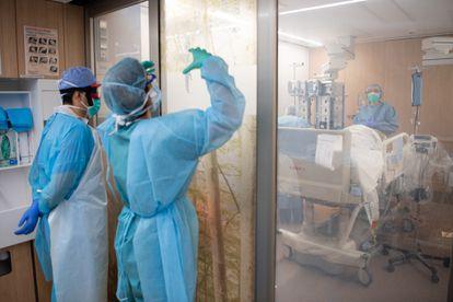 Profesionales, en el hospital Clínic de Barcelona.