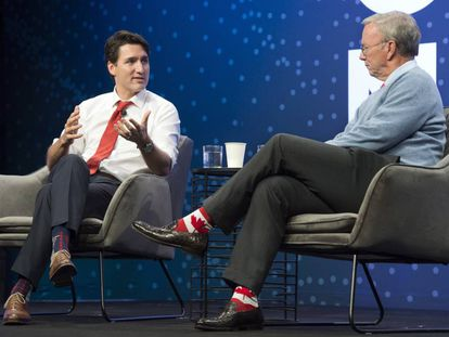 El primer ministro canadiense, Justin Trudeau (derecha).