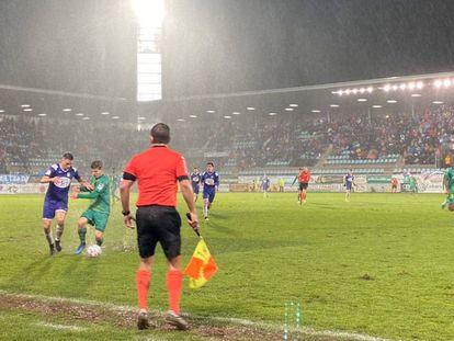 Un instante del partido entre Becerril y Real Sociedad en Palencia.