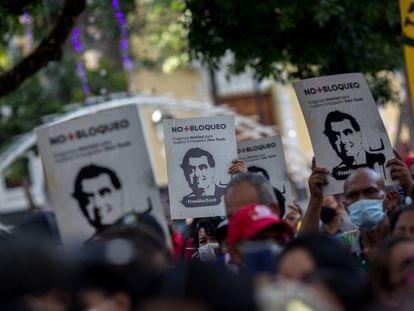 Personas se manifiestan para mostrar su apoyo al empresario Alex Saab en Caracas (Venezuela).
