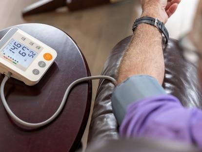 Dispositivos recomendados por cardiólogos para controlar regularmente posibles arritmias desde casa. GETTY IMAGES.