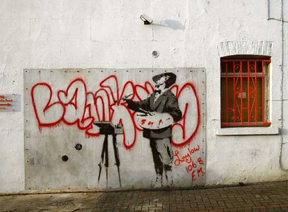 Un <b><i>graffiti</b></i> pintado en Portobello Road, Londres, y atribuido a Banksy, que fue vendido el pasado enero en eBay por 250.000 euros.
