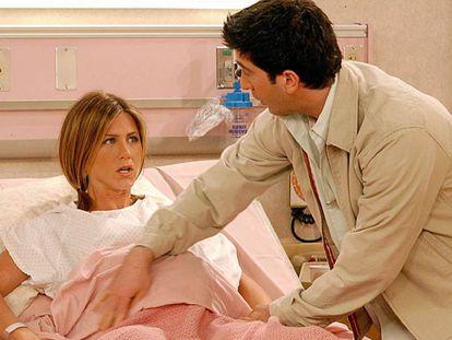 Imagen de 'Friends' en la que el personaje de Rachel Green, que interpreta la actriz Jennifer Aniston, está embarazada.