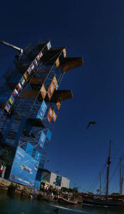 El salto del ruso Silchenko desde 27 metros