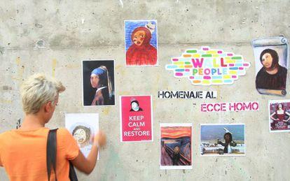 La pared de la plaza junto al CCCB de Barcelona donde se ha celebrado el homenaje al eccehomo.