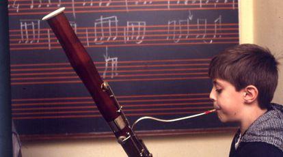 Un alumno de la banda La Primitiva de Llíria, en una imagen de archivo.