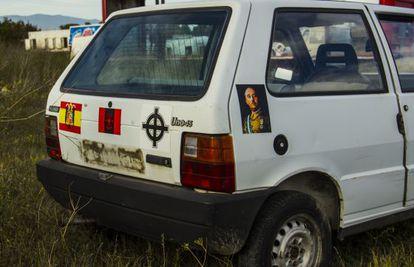 Parte trasera del vehículo que, a modo de 'performance', proponía la artista Núria Güell y que el Ayuntamiento de Figueres ha vetado.