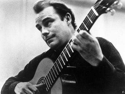 El guitarrista Julian Bream, en una imagen en torno a 1970.