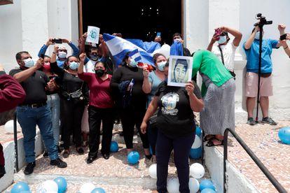 Feligreses asisten a una misa en conmemoración del tercer aniversario de las protestas contra el Gobierno de Daniel Ortega el 18 de abril de 2021 en Masaya (Nicaragua).